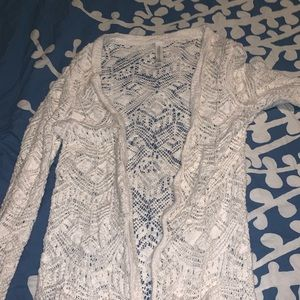 Small white Aeropostale cardigan with pockets!